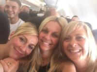 3 women take a selfie on a plane, but what they find out 2 years later is truly shocking 8
