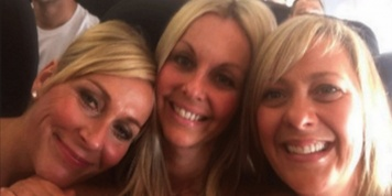 3 women take a selfie on a plane, but what they find out 2 years later is truly shocking
