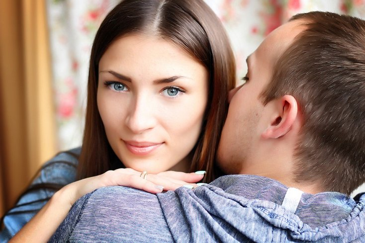 9 Gestures that only men in love do    - Dazzling News