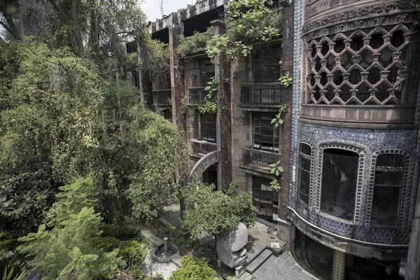 This hotel in Mexico City is definitely HAUNTED! 1