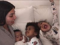 Kim Kardashian doesn't eat at the same table as her daughter 11