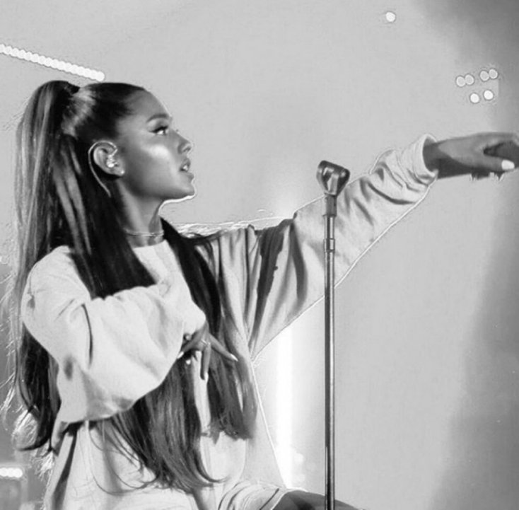 Ariana Grande finally explains why she never takes off her ponytail 1