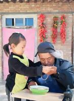 The moving story of a girl who, after maternal abandonment, must take care of her father 14