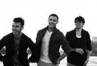 Jonas Brothers Back to PAY for Nick's weddings!? 3