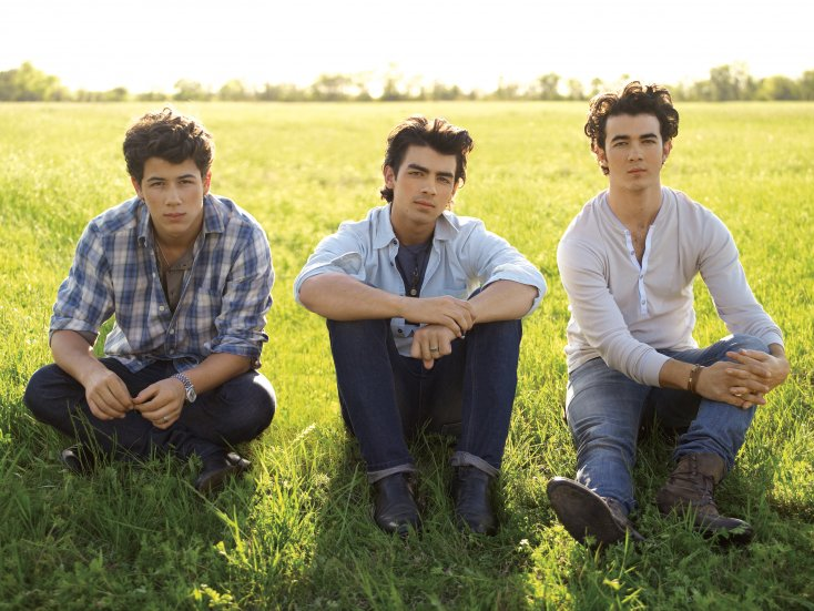 Jonas Brothers Back to PAY for Nick's weddings!? 1