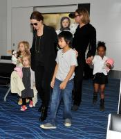 The end of an era! Angelina Jolie & Brad Pitt are getting divorced! 4