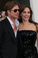 The end of an era! Angelina Jolie & Brad Pitt are getting divorced! 5