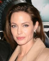The end of an era! Angelina Jolie & Brad Pitt are getting divorced! 9