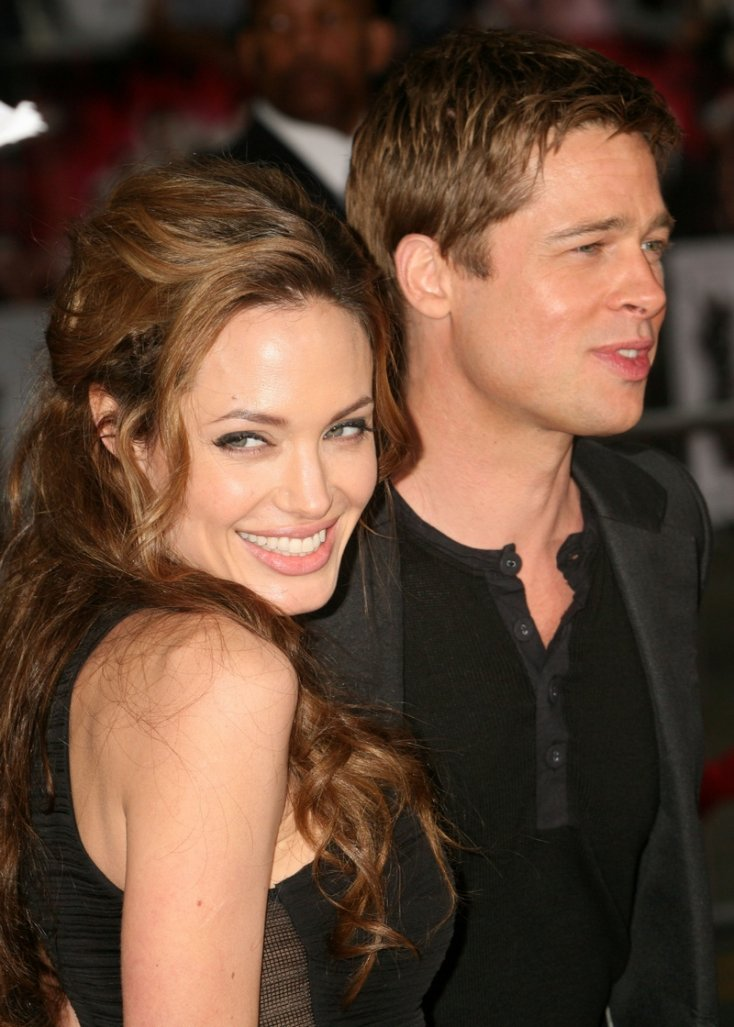 The end of an era! Angelina Jolie & Brad Pitt are getting divorced! 1