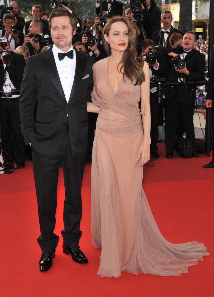 The end of an era! Angelina Jolie & Brad Pitt are getting divorced! 2